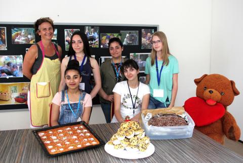 Backen für Bärenherz: 11. Klasse der Leipzig International School engagiert sich für das Kinderhospiz