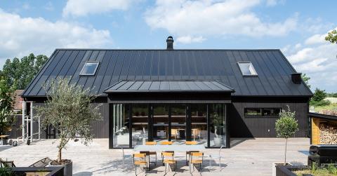 Lindab lanserar taksystem med  integrerade solceller