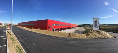 Jubiläum und Erweiterung: Fressnapf-Logistik-Standort Feuchtwangen feiert 10jähriges Bestehen und wächst deutlich