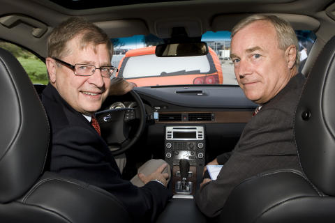 Volvo Cars' President and CEO Fredrik Arp and the Swedish Road Administration's Director General Ingemar Skogö signing declaration of intent, Ingemar Skogö behind the wheel.