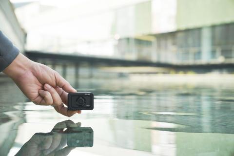 RX0M2_waterproof2-Large