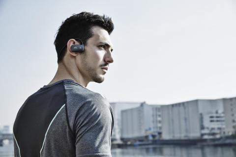 Entraînez-vous en musique : portable et étanche   la série Walkman WS610 adopte maintenant  la technologie sans fil Bluetooth®