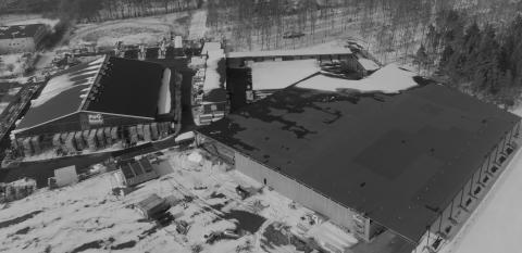 PoG:s hela DC-lager som efter den nya tillbyggnaden på 8 000 kvm förfogar över en total lagerkapacitet på imponerande 20 000 kvm för att serva kedjans för tillfället fem butiker.