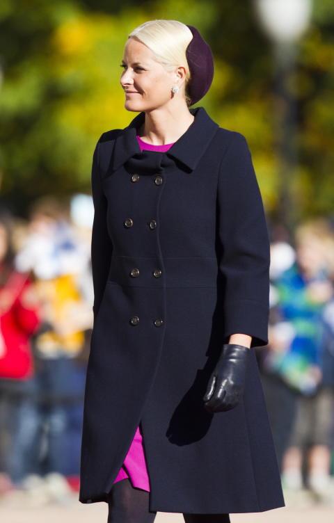 Mette-Marit, hatt designet av Mona Strand