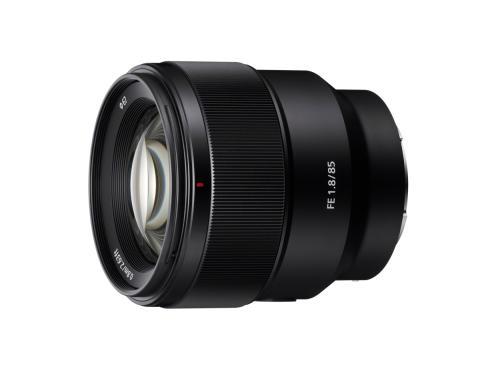 Kiváló háttér eléletlenítésre képes a Sony 100mm gyújtótávolságú, F2.8 fényerejű STF G Master™ portréobjektívje