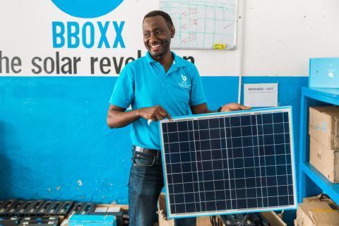 Privatpersoner har på rekordtid investerat 10 miljoner i solenergi på landsbygden i Afrika