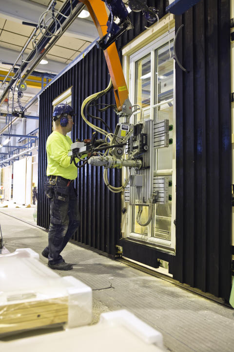Industriellt byggande i BoKloks husfabrik