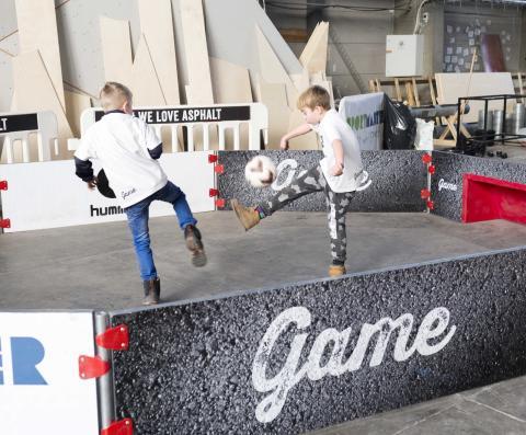 Fra byggeworkshop, hvor byens børn og unge var med til at gøre GAME Streetmekka færdig