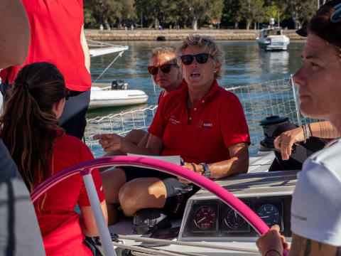 HI-res image - Inmarsat - Skipper Wendy Tuck briefs the team before leaving for Auckland