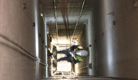 Hissar rensas med klätterteknik