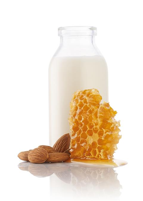 Almond_milk_honey_together