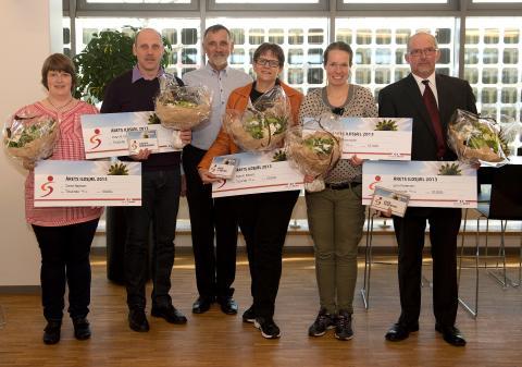 Vinderne af Årets Ildsjæl 2013 sammen med bestyrelsesformand Jens Jørn Justesen