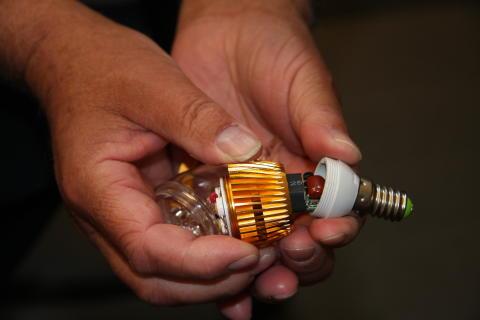 Guldfärgad LED-lampa återkallas från konsument