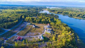 Bygg din drömbostad intill sjö och skog i Husbacka Södra, nära Östhammar