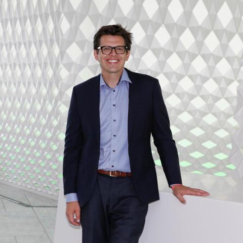 Nathan Furr, professor i strategi og innovasjon ved INSEAD på Power of Sharing - The Next Digital konferansen i regi av Sopra Steria.