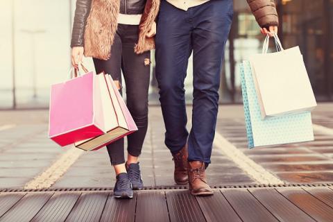 Deutsche im Urlaub unter den europäischen Shoppingmeistern