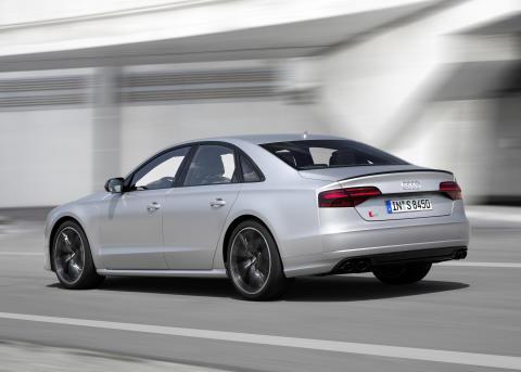 Audi S8 plus i Florett Silver matt dynamic rear
