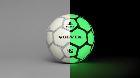 En lysande fotboll ska uppmärksamma bilförare på lekande barn i höstmörkret