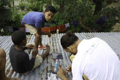 """Deutsche Erlebnisreisende bringen einen Liter Licht ins Dunkel der Dominikanischen Republik - Ab 2018 unterstützt Spezialreiseveranstalter TravelWorks die weltweite Kampagne """"Litre of Light"""""""