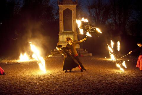 Höstlov med magisk eldshow i Skoklosters slottspark