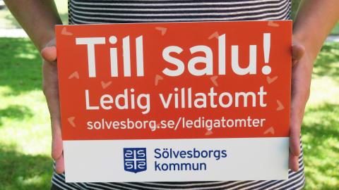 Nya skyltar på de lediga villatomterna i Sölvesborg