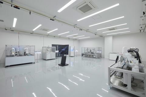 07_2017_Hamamatsu IM Base-Demo room(Industrial robot)