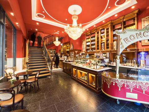 Sanitärprodukte und Fliesen für die neueste Roncalli-Inszenierung - Villeroy & Boch stattet Roncalli Grand Café im Levantehaus Hamburg aus