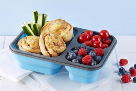 Lunsj i boks kan både se godt ut og smake godt. Varier gjerne med middagsrester, salater eller kanskje pizzasnurrer.