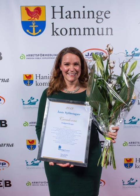 Helena Gustafsson tilldelas priset Årets Nyföretagare i Haninge