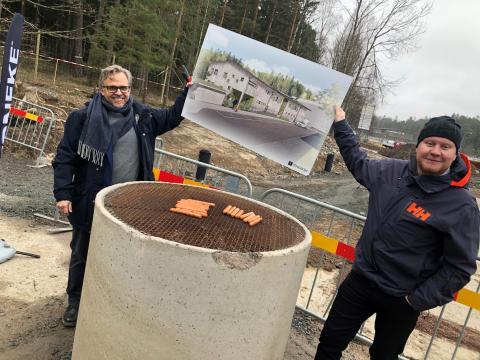 Grillpremiär på byggstarten av Rödklöverns förskola