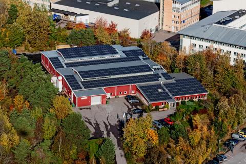 Hållbar industri med solceller, led och bin