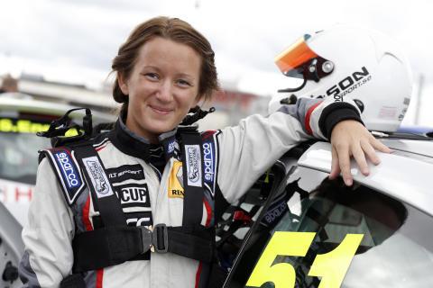 Linda Johansson siktar mot toppen i sin comeback i Renault Clio Cup