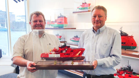 Cooperation valued with model ship