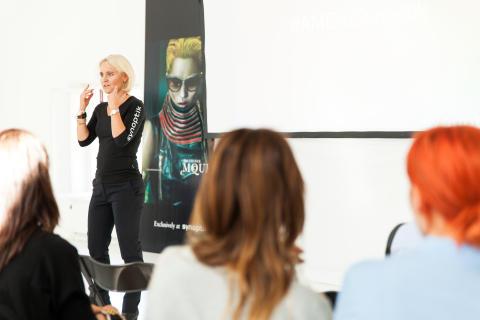 Lottie Funck Ekelund, marknadsdirektör, Synoptik vid lanseringen av Alexander McQueen Eyewear