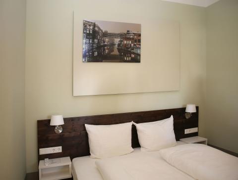 Integrationshotel Philippus - Zimmer mit wechselnden Leipzig-Fotos
