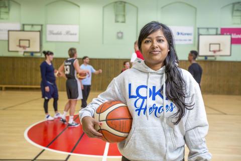 Shamima ska få nyanlända kvinnor att spela basket