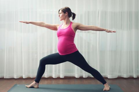 Gravidyoga stärker kroppen, lugnar sinnet och förbereder mamman inför förlossningen