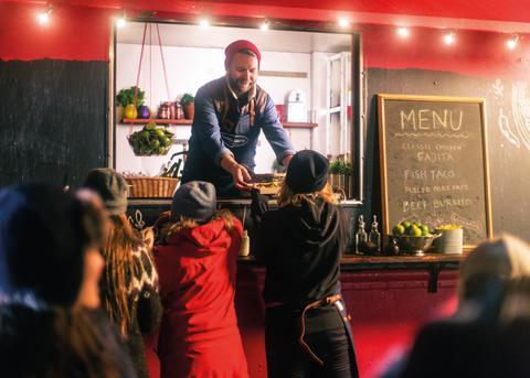 Forskningsteam på Island serveras mat från Santa Marias foodtruck