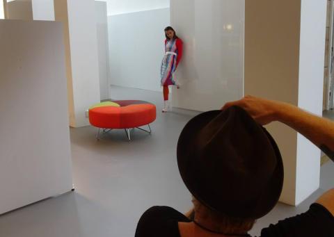 Passa in och sticka ut - Fotoutställning väcker frågor