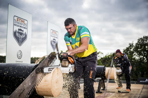 Laurence O'Toole i gang med Stock Saw disciplinen ved STIHL TIMBERSPORTS® Champions Trophy 2019.