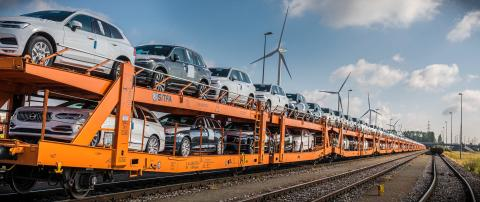 Markant reduktion af emissioner i Volvo Cars' logistiknetværk via skifte fra lastbiler til tog