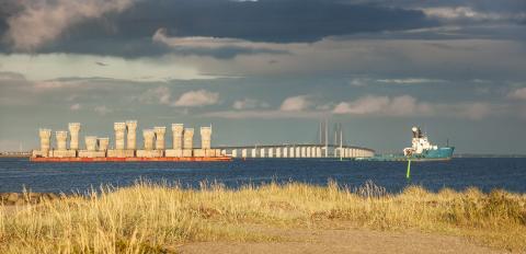 Transport av fundament till vindkraft genom Öresund