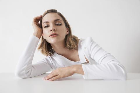 """Tove Styrke släpper singeln """"On The Low"""" från kommande albumet """"Sway"""" - på scen med Lorde sjungandes Robyn cover"""