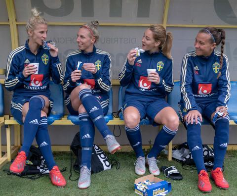 Swebar officiell samarbetspartner - stöttar landslagen i fotboll