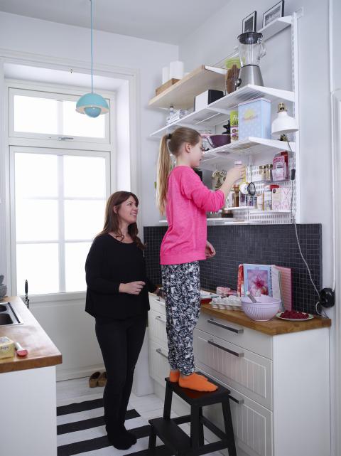 DK_Elfa-hylde-køk-vægopbevaring-faamilie-1b