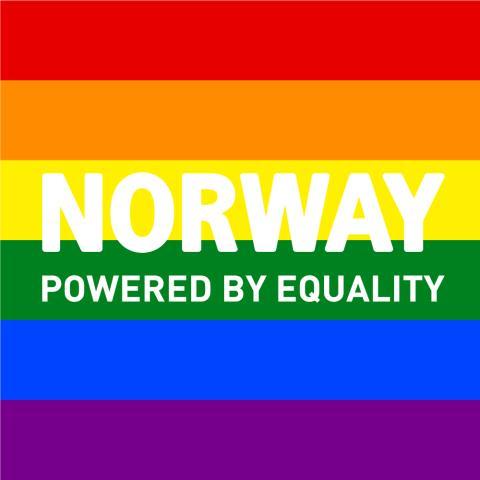 Den 17 maj hissas regnbågsflaggan jämte den norska