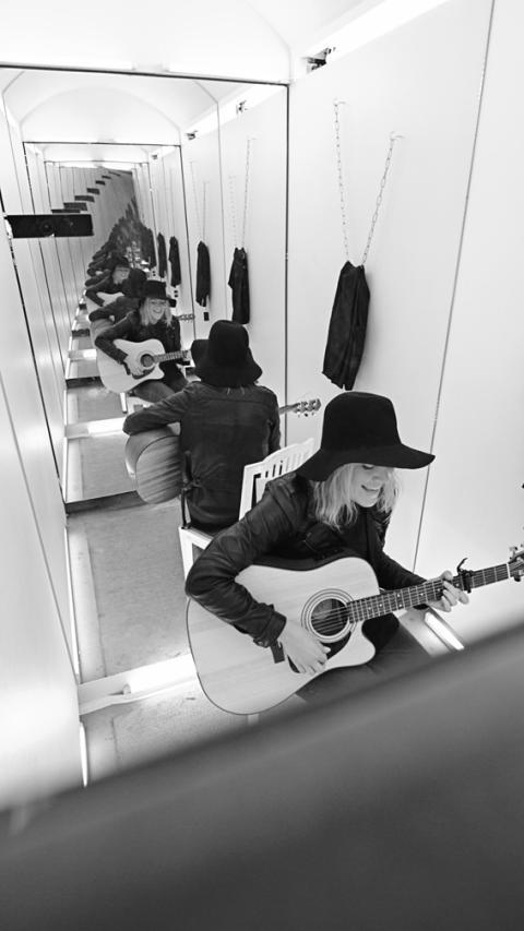 Dressing Room Sessions – Josie Lofgren