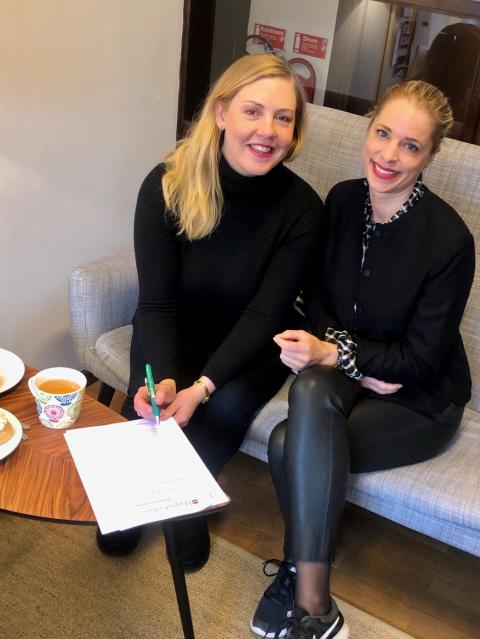 Family noir! Kritikerrosade Caroline Eriksson skriver kontrakt med HarperCollins. Våren 2020 kommer första boken i serien om terapeuten Simone Boman.