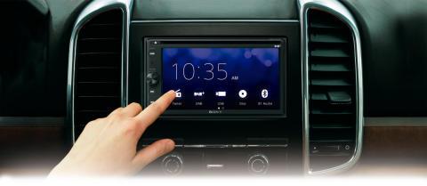 Desfrute das suas músicas favoritas de forma segura enquanto conduz, graças ao novo recetor DAB in-car da Sony