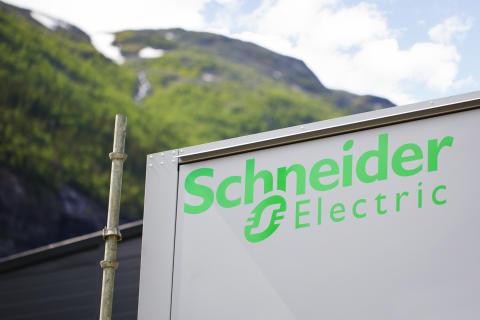 Schneider Electric har sammen med Green Mountain bygd datasenter på Rjukan på rekordtid. Fotograf: Ina Wesenberg